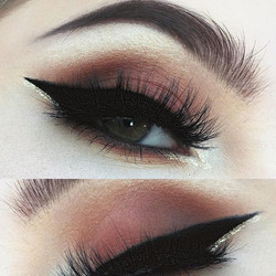 A look completed using the _urbandecaycosmetics #vicepalette 4 😊_Eyes- bitter, delete, bones_Brows-