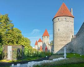 957px-Tallinn_city_wall.jpg