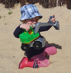 Der Sand muss unbedingt weg gebaggert werden!