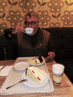 Kaffee und Torte in der Bäckerei Tiedemann