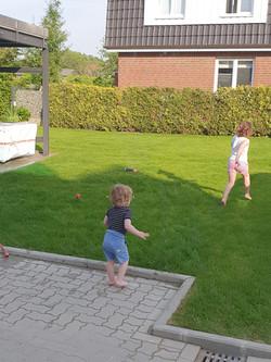 Der Garten lädt zum Spielen ein