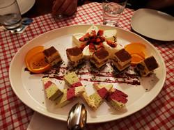 Dessertvariation: hausgemachtes Tiramisu, Semifredo (Halbgefrorenes), Pannacotta