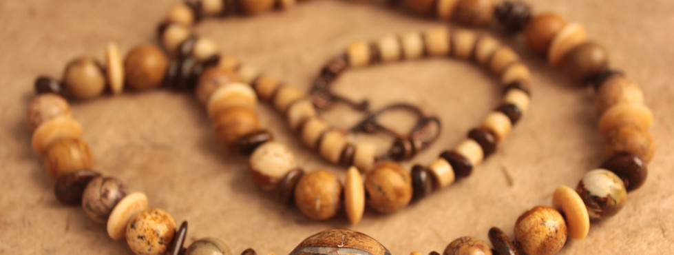 Fossilised horse tooth necklace bead det