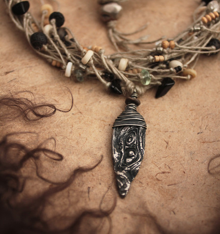 goddess of light and shadow necklace pen