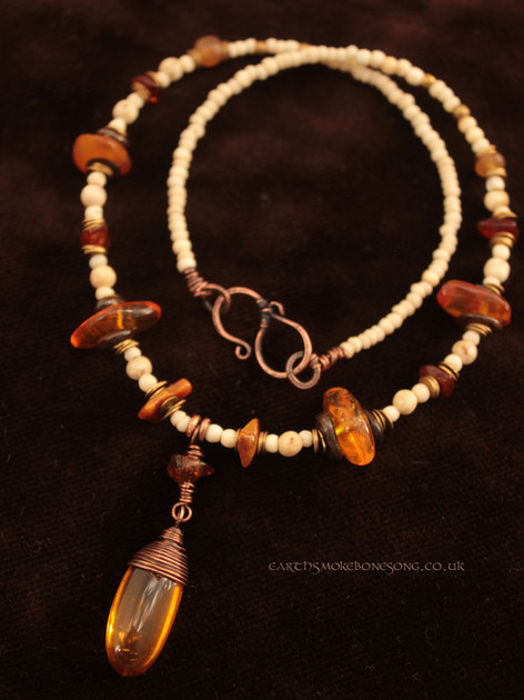 amber necklace lia 3.jpg