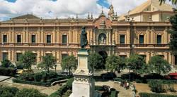 Junto al Museo de Bellas Artes