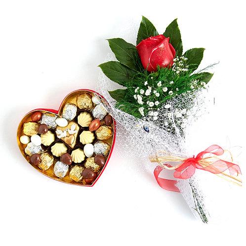 LoveBirds Hediyelik Çikolata Kalp Kutu ve Kırmızı Canlı Gül Buketi