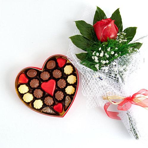 Voice of Love Hediyelik  Çikolata Kalp Kutu ve Kırmızı Canlı Gül Buketi