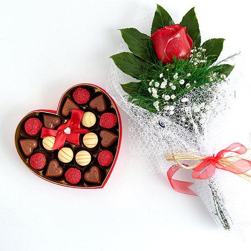 Romance of Paris Hediyelik  Çikolata Kalp Kutu ve Kırmızı Canlı Gül Buketi