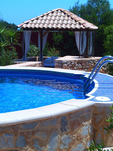 Pool mit Daybed.jpg