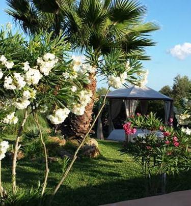 Daybett mit Blumen.jpg