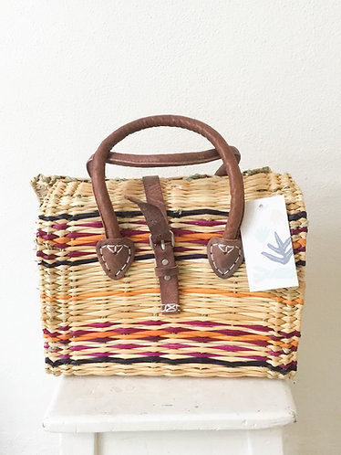 Small wicker basket/ Cesta de verga pequena