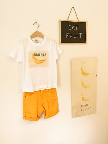 Yellow shorts/ Calções amarelos