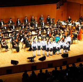 香港樂團與女高音周旋