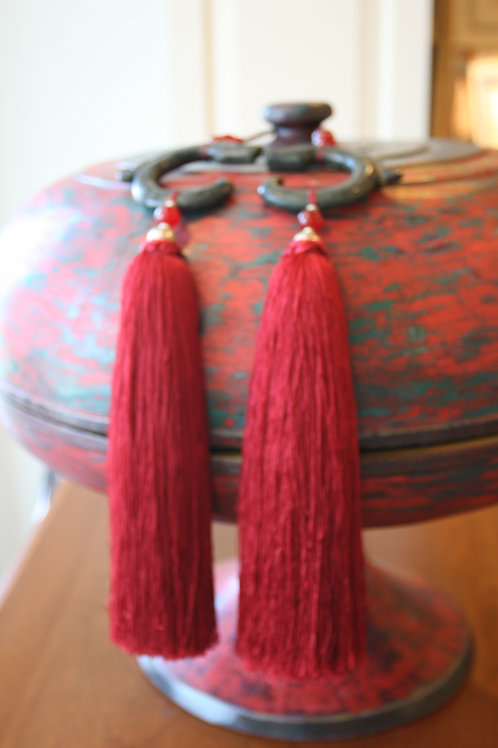 Pair of jade dragons with red tassel