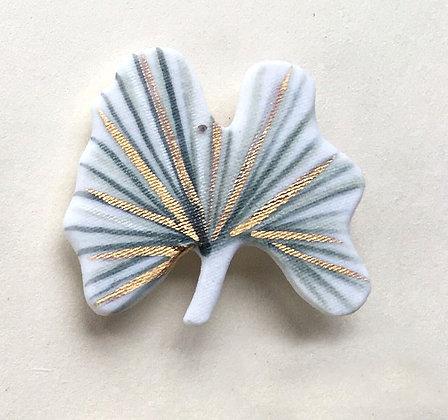 5885 - Porcelain brooch