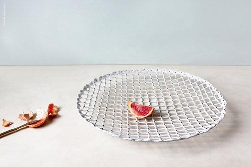 5553 - White porcelain basket.