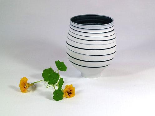5544 - Black and White porcelain vase