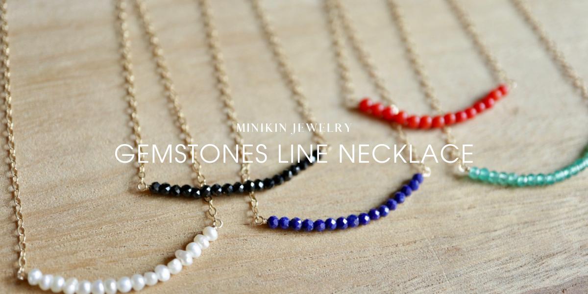 天然石が並ぶネックレス