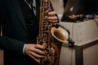 Charlotte Deckers Photography | Wedding Photographer | Saxophone player Closeup