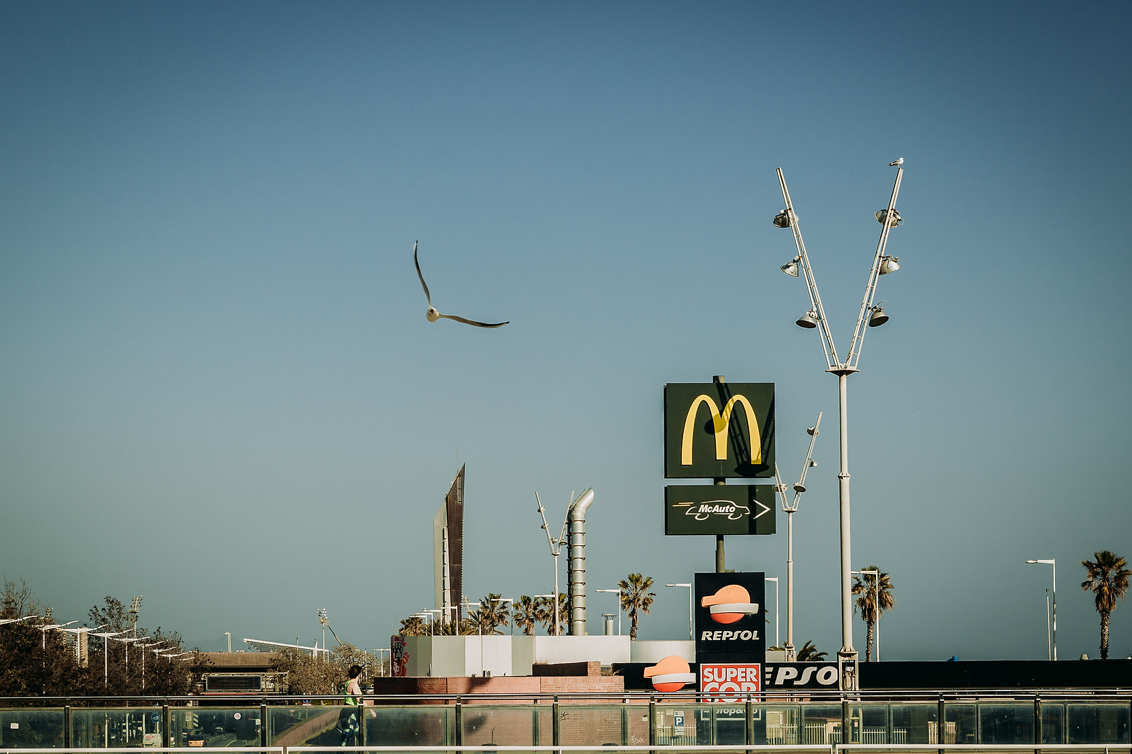Charlotte Deckers Photography | Travel Photo Barcelona | Cityscape McDonalds