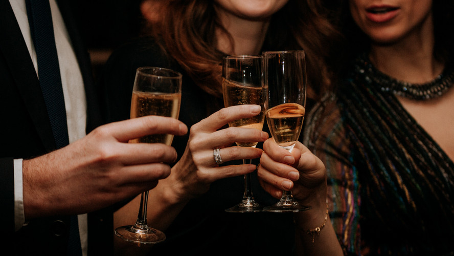 Charlotte Deckers Photography | Event Photographer | Woman Glasses Champange Party