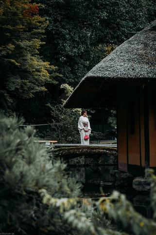 Charlotte Deckers Photography   Travel Photographer   Geisha next to Cabin