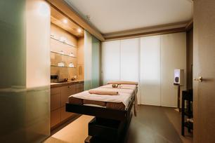 Charlotte Deckers Photography | Interior Photographer | Beauty Salon Massage Room