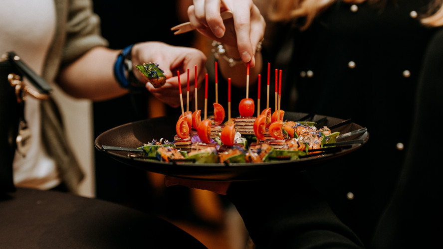 Charlotte Deckers Photography | Event Photographer | Hands Aperitivo Snack