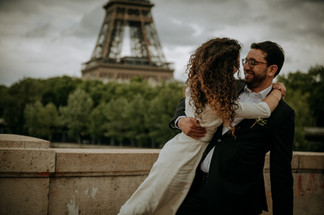 Charlotte Deckers Photography | Wedding Photographer | Couple Shoot in front of Eifel Tower