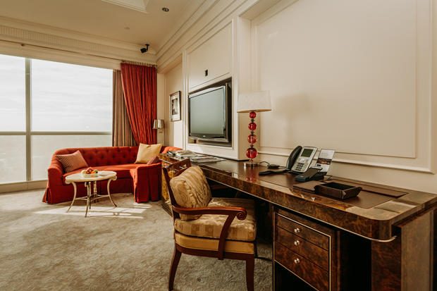 Charlotte Deckers Photography | Hotel Photographer | Interior Desk