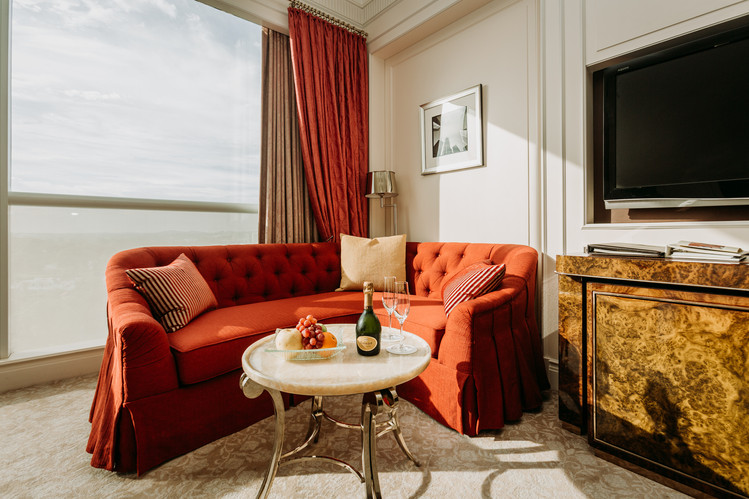 Charlotte Deckers Photography   Hotel Photographer   Room Saint Regis Singapore Champagne