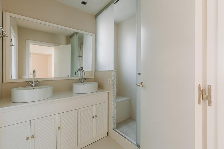 Charlotte Deckers Photography   Interior Photographer   IMMO Apartment Bath Room