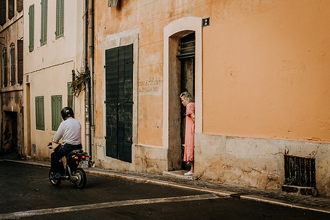 Charlotte Deckers Photography | Travel Photo Marseille | Old Woman in Doorstep Scooter