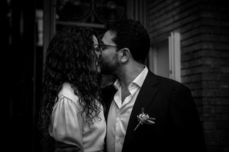 Charlotte Deckers Photography | Wedding Photographer | Couple Kissing Just Married