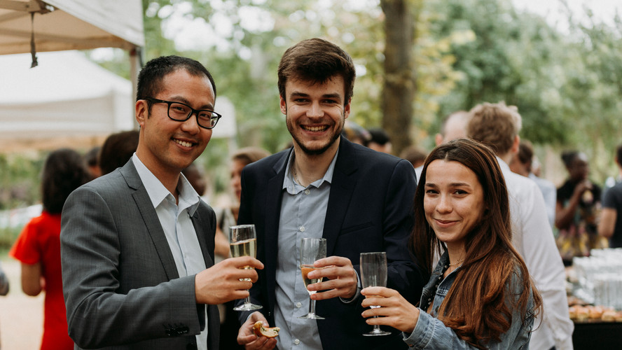 Charlotte Deckers Photography | Event Photographer | Networking Event People smiling Champagne glasses
