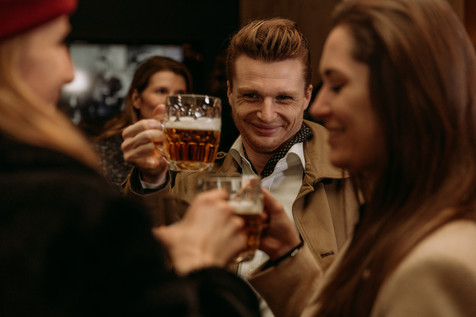 Charlotte Deckers Photography | Event Photographer | Glass Beer people smiling Warner bross
