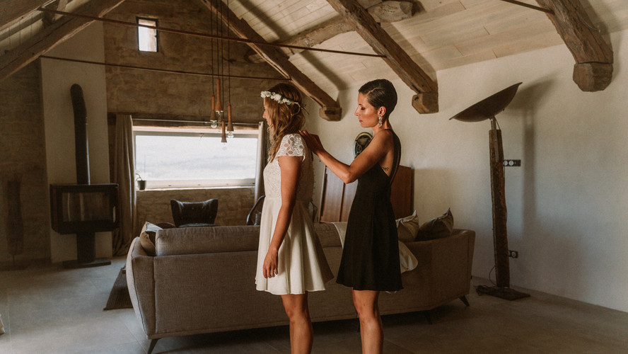 Charlotte Deckers Photography | Wedding Photographer | Bride preparing with Witness