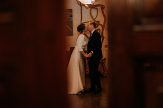 Charlotte Deckers Photography | Wedding Photographer | Bridal couple preparing for first dance