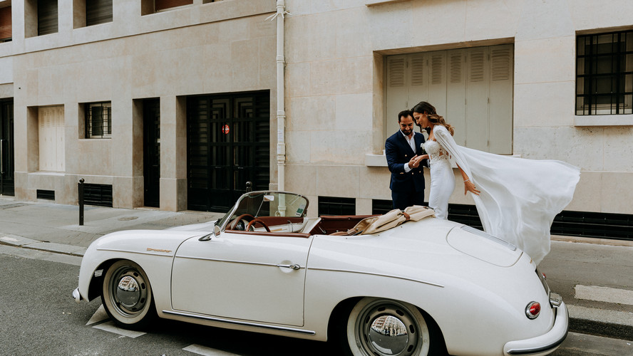 Charlotte Deckers Photography | Wedding Photographer | Bridal Couple with Vintage Car