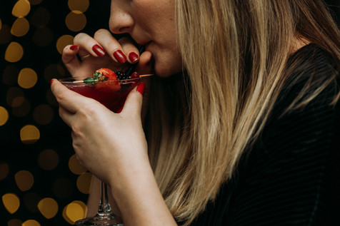 Charlotte Deckers Photography | Event Photographer | Close up Drinking girl Cocktail