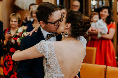 Charlotte Deckers Photography | Wedding Photographer | Bridal Couple Just Married at Town Hall