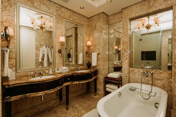 Charlotte Deckers Photography | Hotel Photographer | Interior Bathroom