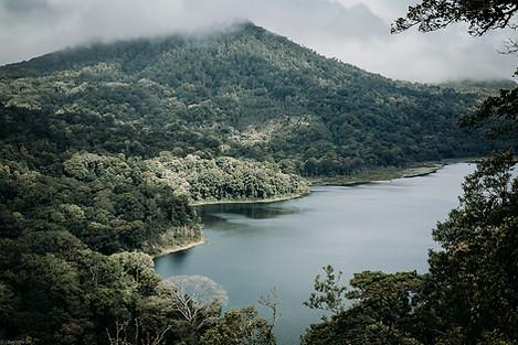 Charlotte Deckers Photography | Travel Photo Bali | Nature Landscape Cloudy Mountain Lake