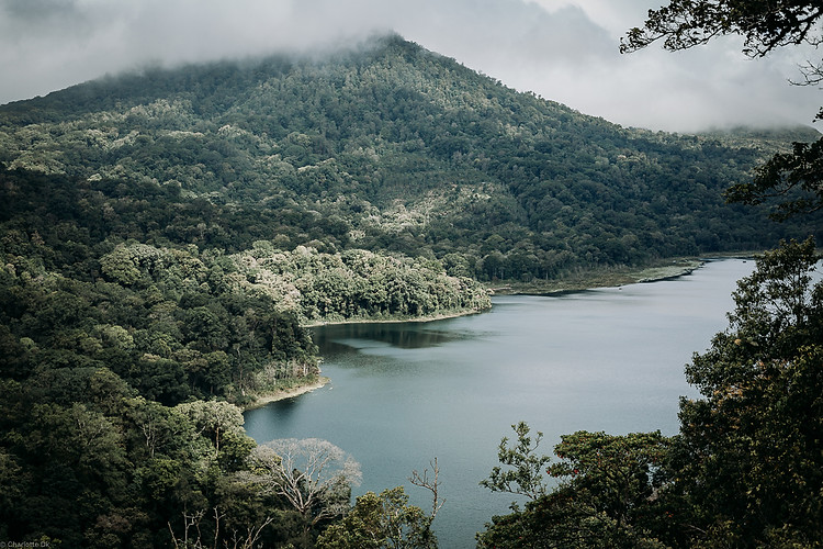 Charlotte Deckers Photography | Travel Photo Bali | Nature Landscape Cloudy Mountain Lake