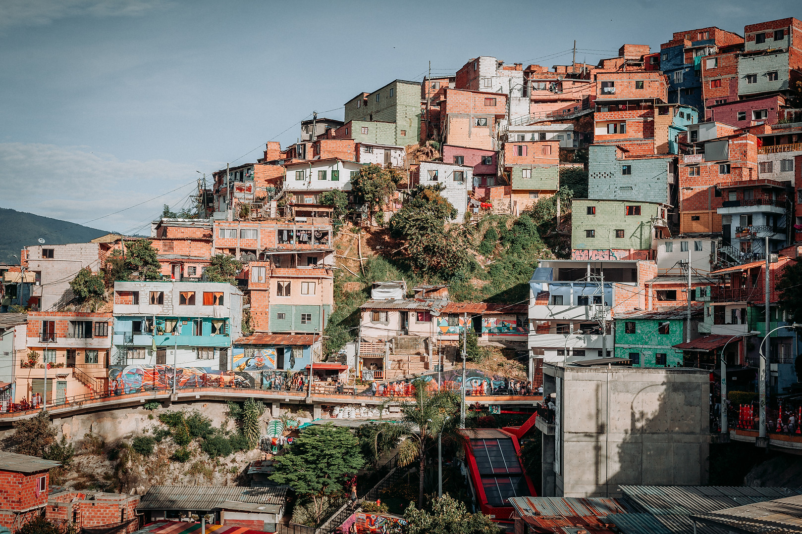 Charlotte Deckers Photography | Travel Photo Medellin | Comuna13 colored houses