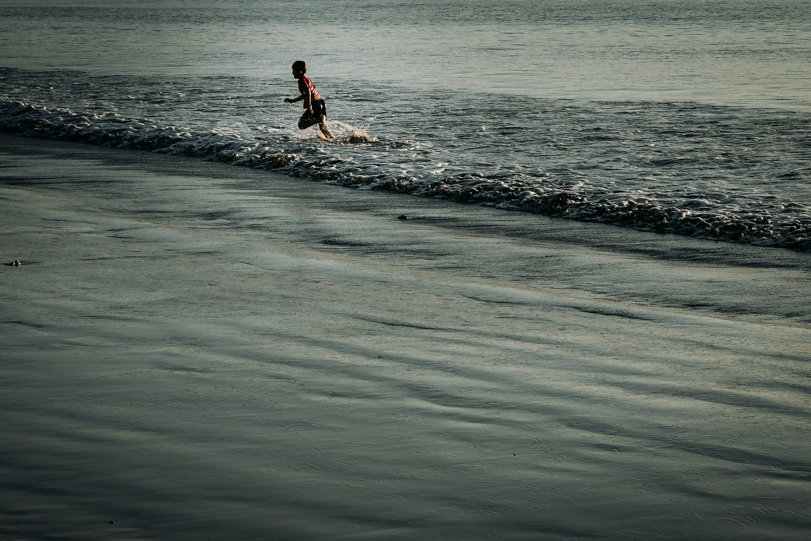 Charlotte Deckers Photography | Travel Photo Bali | Child playing
