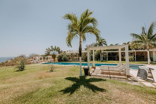 Charlotte Deckers Photography | Hotel Photographer | Exterior Pool Garden