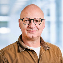 Bewerbungsfoto mit virtuellem Hintergrund Fotostudio Basel Fotoman