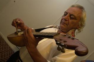 Murió el músico y luthier Elpidio Herrera, creador de Las Sachas Guitarras Atamisqueñas
